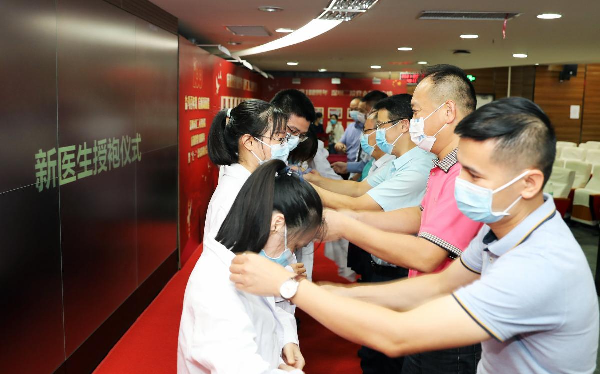 深圳市第二人民医院举办中国医师节庆祝活动
